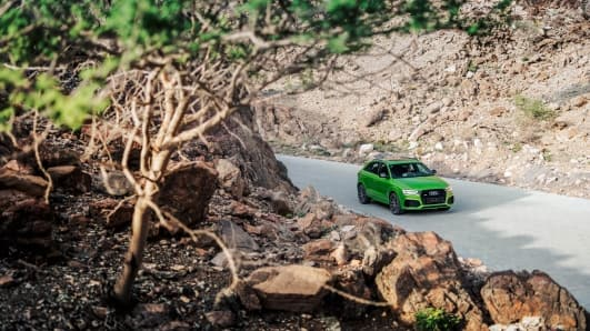 RSQ3_audi_SUV_green_fron_distant_2017.jpg