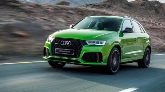RSQ3_audi_SUV_green_front_angle_closeup_2017.jpg