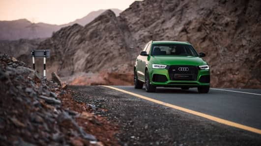 RSQ3_audi_SUV_green_front_angle_mountains_2017.jpg