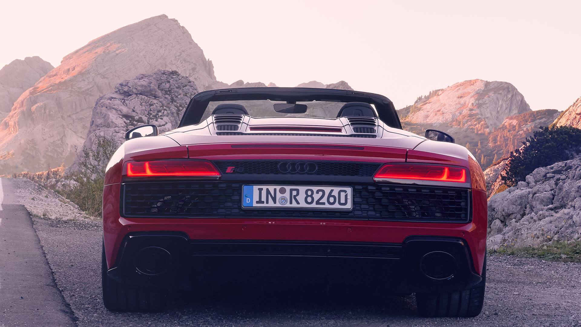 Rear view Audi R8 Spyder V10 RWD